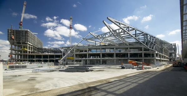 Photograph 18 - Construction of south cantilever and east facade truss with 50m cantilever